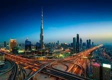 Orizzonte del centro della Dubai di notte stupefacente, Dubai, Emirati Arabi Uniti Fotografia Stock Libera da Diritti
