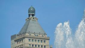 Orizzonte del centro di Chicago dalla vista della fontana di Buckingham stock footage