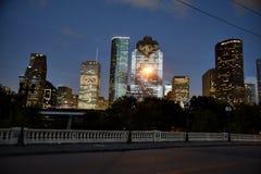 Orizzonte del centro di Houston alla notte Immagine Stock