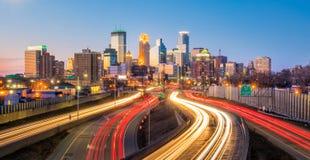Orizzonte del centro di Minneapolis nel Minnesota, U.S.A. immagini stock