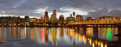 Orizzonte del centro di Portland al tramonto Fotografie Stock Libere da Diritti