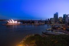 Orizzonte del centro di Sydney in Australia a penombra Fotografia Stock