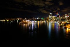 Orizzonte del centro di Sydney in Australia a penombra Immagini Stock Libere da Diritti