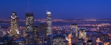 Orizzonte del centro Montreal di panorama al crepuscolo Fotografie Stock Libere da Diritti