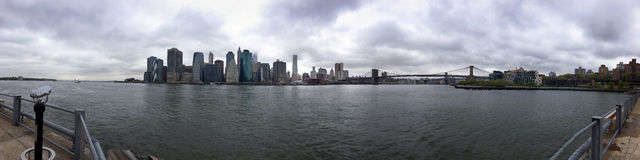 Orizzonte del centro panoramico lungo della città di New York Manhatten fotografie stock