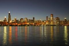 Orizzonte del Chicago al crepuscolo Immagine Stock