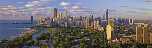 Orizzonte del Chicago che sembra del sud con il lago Michigan Fotografie Stock Libere da Diritti
