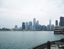 Orizzonte del Chicago dal pilastro del blu marino Immagini Stock Libere da Diritti