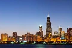 Orizzonte del Chicago a penombra. Immagine Stock
