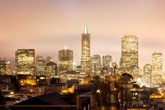 Orizzonte del distretto finanziario di San Francisco alla notte Fotografia Stock Libera da Diritti