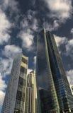 Orizzonte del Dubai in un giorno soleggiato luminoso Fotografia Stock