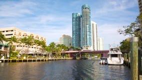 Orizzonte del Fort Lauderdale lungo il nuovo fiume stock footage