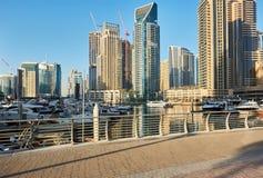 Orizzonte del porticciolo del Dubai negli Emirati Arabi Uniti immagine stock