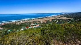 Orizzonte dell'oceano della linea costiera della baia di Mossel immagine stock libera da diritti