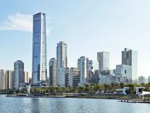 Orizzonte della baia di Shenzhen e costruzioni e parco fotografia stock libera da diritti