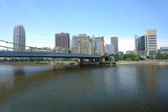 Orizzonte della città dal fiume Fotografia Stock Libera da Diritti