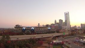 orizzonte della città di Charlotte North Carolina e del centro stock footage