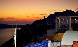 Orizzonte della città di Imerovigli all'isola crepuscolare Grecia di Santorini Fotografia Stock