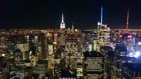 Orizzonte della città di Manhattan alla notte Immagini Stock