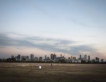 Orizzonte della città di Melbourne con il fotografo Fotografie Stock
