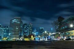 Orizzonte della città di notte Fotografie Stock