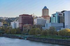 Orizzonte della città di Portland alla molla immagini stock