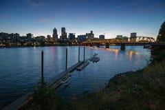 Orizzonte della città di Portland in una notte in anticipo calda Fotografia Stock