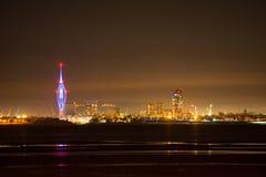 Orizzonte della città di Portsmouth alla notte Fotografia Stock