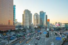 Orizzonte della città di Seoul con traffico a Seoul, Corea del Sud immagine stock