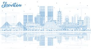 Orizzonte della città di Shantou Cina del profilo con le costruzioni blu e Refle Fotografie Stock Libere da Diritti