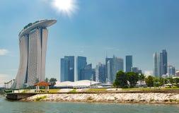 Orizzonte della città di Singapore Distretto aziendale giorno luminoso pieno di sole Marina Bay Fotografie Stock