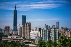 Orizzonte della città di Taipei con Taipei 101 osservata dalla montagna dell'elefante in Taiwan Fotografia Stock Libera da Diritti