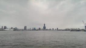 Orizzonte della città di Taiwan Kaohsiung fotografie stock libere da diritti
