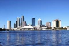 Orizzonte della città di Tampa con il fiume Immagini Stock