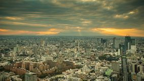 Orizzonte della città di Tokyo al tramonto a Tokyo, Giappone archivi video