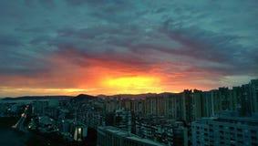 Orizzonte della città di tramonto fotografia stock libera da diritti