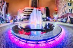Orizzonte della città di Tulsa intorno alle vie del centro immagine stock