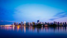 Orizzonte della città di Vancouver al crepuscolo fotografia stock