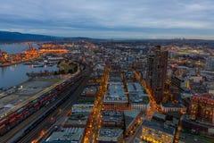 Orizzonte della città di Vancouver dall'alto punto di vista alla notte Immagini Stock
