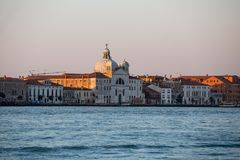 Orizzonte della città di Venezia ad alba Fotografia Stock Libera da Diritti