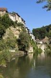 Orizzonte della città svizzera Friburgo e del muro di cinta Immagine Stock