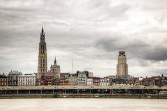 Orizzonte di Anversa con il fiume dello schelde Fotografia Stock