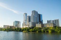 Orizzonte di Austin sopra il fiume Colorado fotografia stock libera da diritti