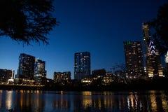 Orizzonte di Austin sopra il fiume Colorado immagine stock libera da diritti