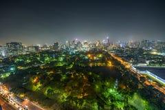 Orizzonte di Bangkok alla notte con il parco di Lumphini nella priorità alta Fotografia Stock Libera da Diritti