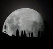 Orizzonte di Barcellona a luce della luna Fotografie Stock Libere da Diritti