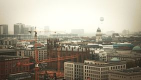 Orizzonte di Berlino con la tonalità arancio immagini stock