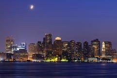 Orizzonte di Boston alla notte Immagine Stock