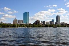 Orizzonte di Boston dal fiume di Charles Immagini Stock