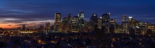 Orizzonte di Calgary ad alba Fotografie Stock Libere da Diritti